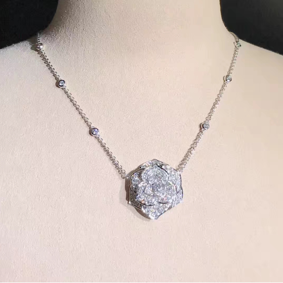 Piaget 18k White Gold with 118 Diamonds 2.86ct Rose Pendant Necklace G33U0061