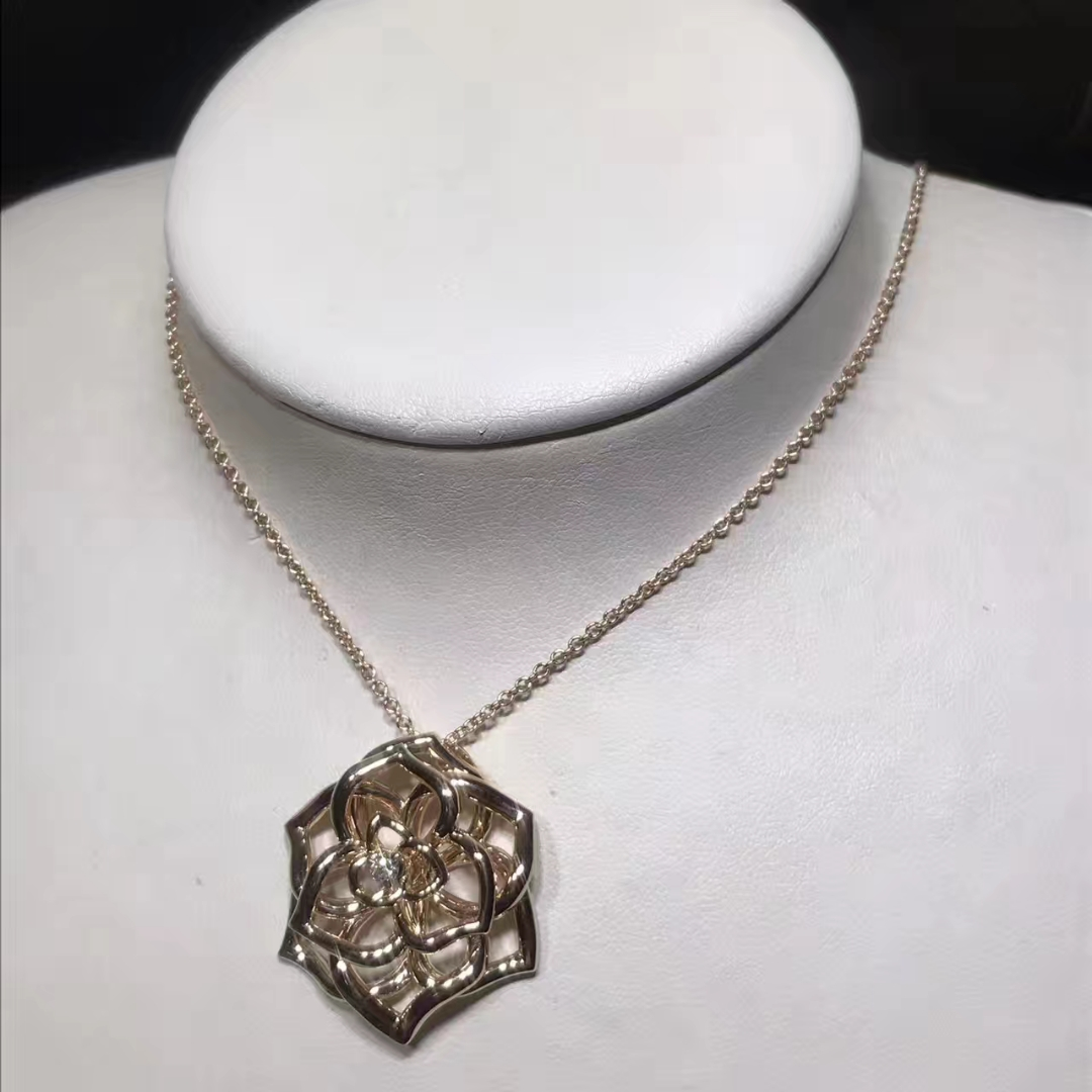 Piaget Rose Pendant in 18K Rose Gold with a 0.13ct Diamond G33U0970