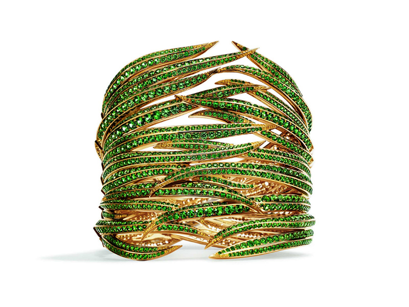 Tiffany & Co. – Cuff mounted on yellow gold set with tsavorites and yellow sapphires from the Tiffany Blue Book collection 2017, The Art of the Wild